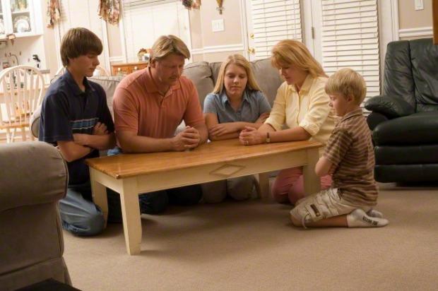 family-prayer-221352-gallery